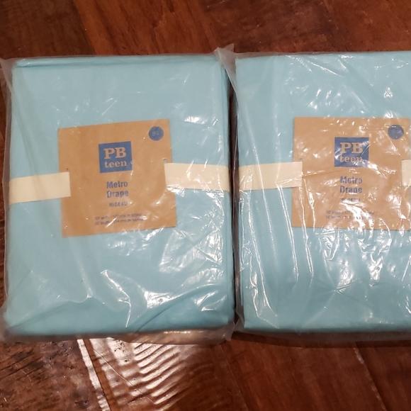 Set of 2 drapes